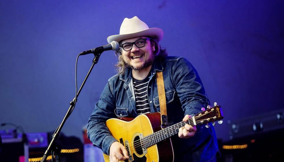 LYSTIG LYNNE: Jeff Tweedy, frontmann og låtskriver i den amerikanske alternativcountry-bautaen Wilco, har en gutteaktig sjarme, skriver vår anmelder. Foto: Nina Hansen/Dagbladet.
