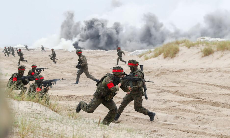 KRIGSDANS: Polske soldater under NATO-øvelsen som ble avsluttet i forrige uke. Foto: Kay Nietfeld/dpa/Scanpix