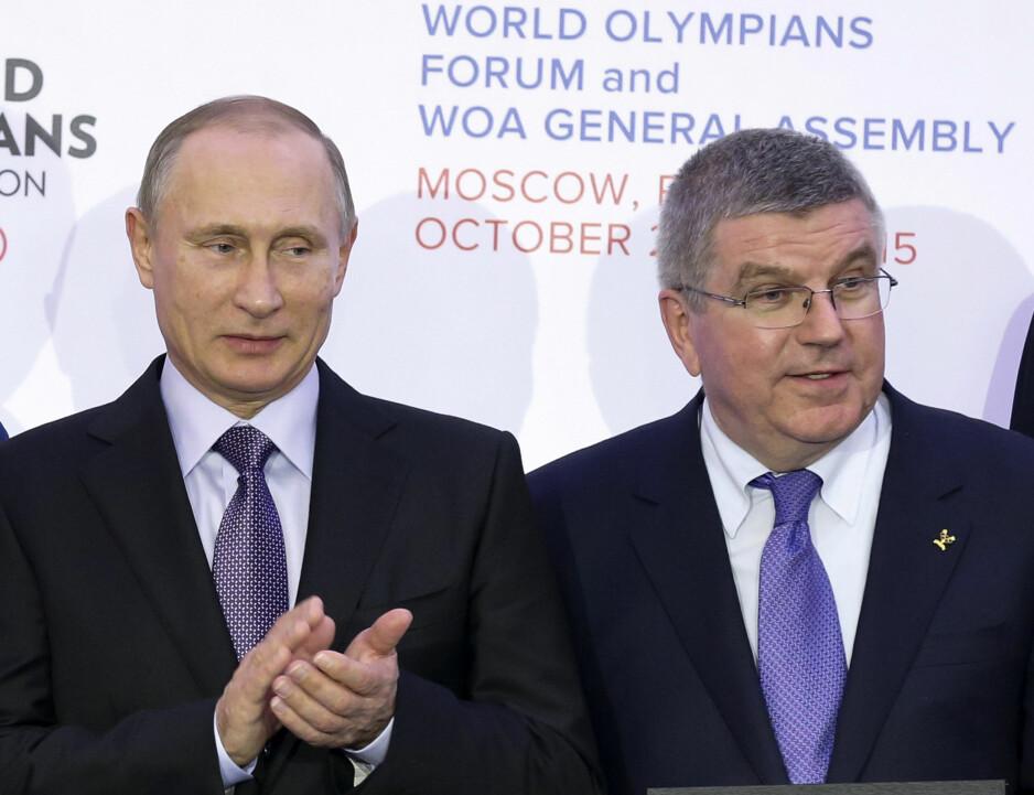 SPILT SJAKK MATT? Planene til Vladimir Putin og IOC-president Thomas Bach om å finne en minnelig løsning på Sotsji-skandalen, er blitt forpurret av en databrikke fra Moskva-laboratoriet med alle opplysninger om svindelen. Det gjør det vrient å la Russland få være med i vinterens OL. Avgjørelsen kommer på IOCs ledermøte 5.desember. FOTO: AP/Alexander Zemlianichenko.