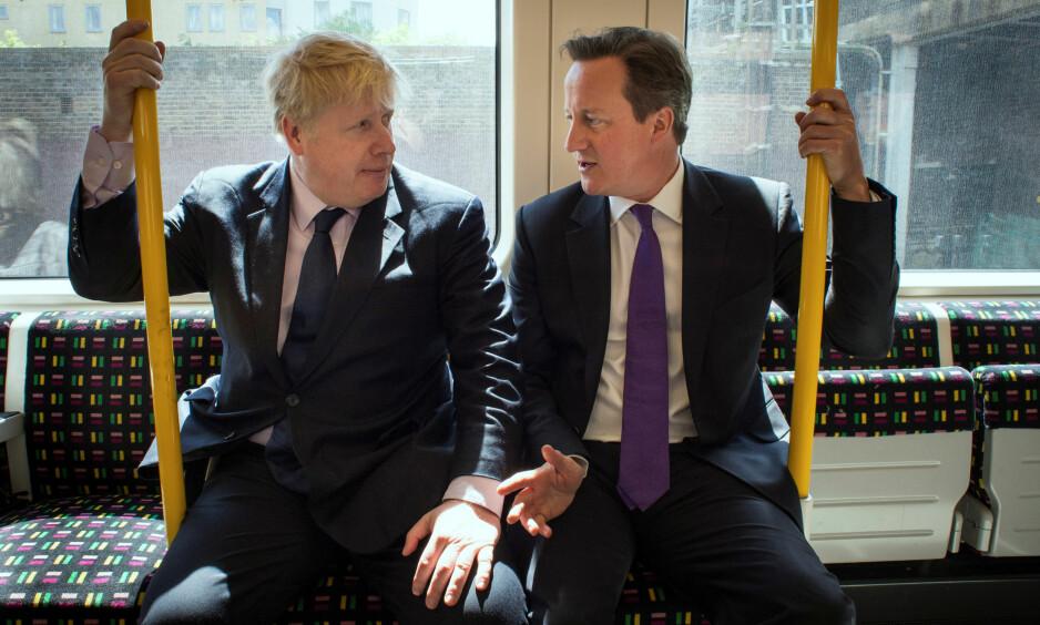 VINNER OG TAPER: Gå-general og eks-London-ordfører Boris Johnson (t.v.) og statsminister og bli-general David Cameron sammen på tuben. Mange har satt pengene på at Johnson blir Camerons arvtaker, som skal forhandle utmeldingsbetingelsene med EU. Foto: Stefan Rousseau / Reuters / NTB Scanpix