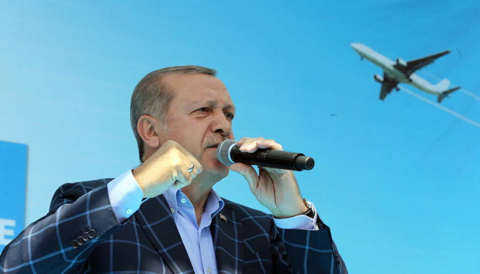 KAN FÅ MER MAKT: Recep Tayyip Erdogan. Her i byen Diyarbakir. Foto:Basin Bulbul, Presidential Press Service/Pool via AP)