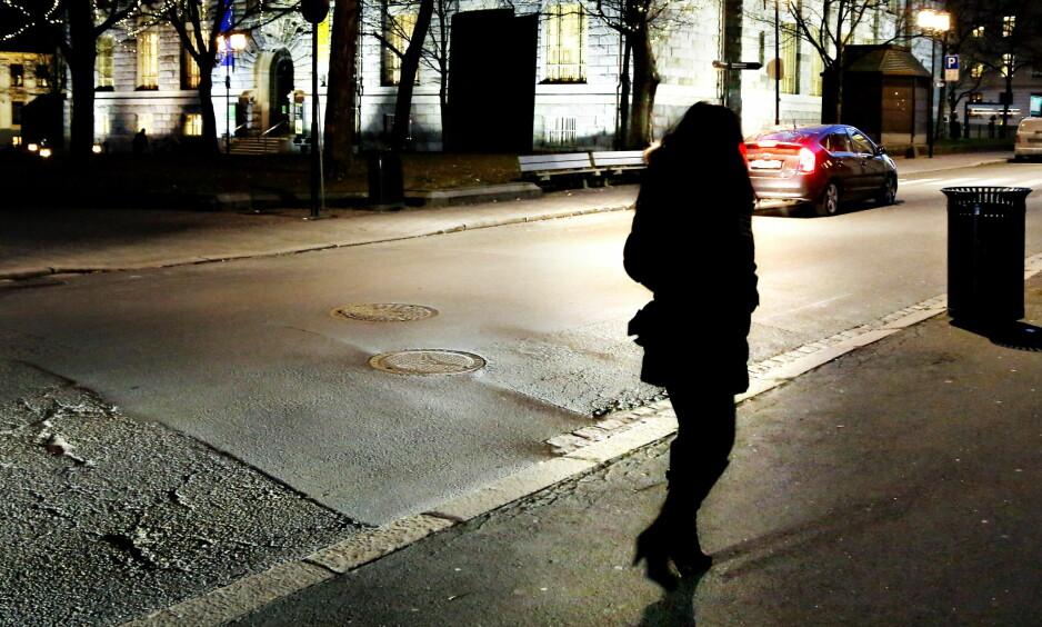 UTSATT GRUPPE: Prostituerte opplever å bli bortvist fra landet, også når pass og papirer er i orden. De utsettes for trakassering og vold, men er fratatt en reell mulighet til å anmelde overgrepene, skriver Amnesty International. Foto: Jacques Hvistendahl / Dagbladet