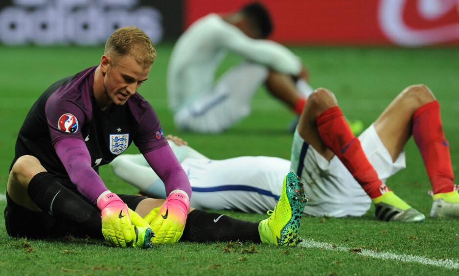 TRAGISK: Nedslåtte England-spillere etter kampen mot Island. Foto: Graham Chadwick / Daily Mail / Solo Syndication