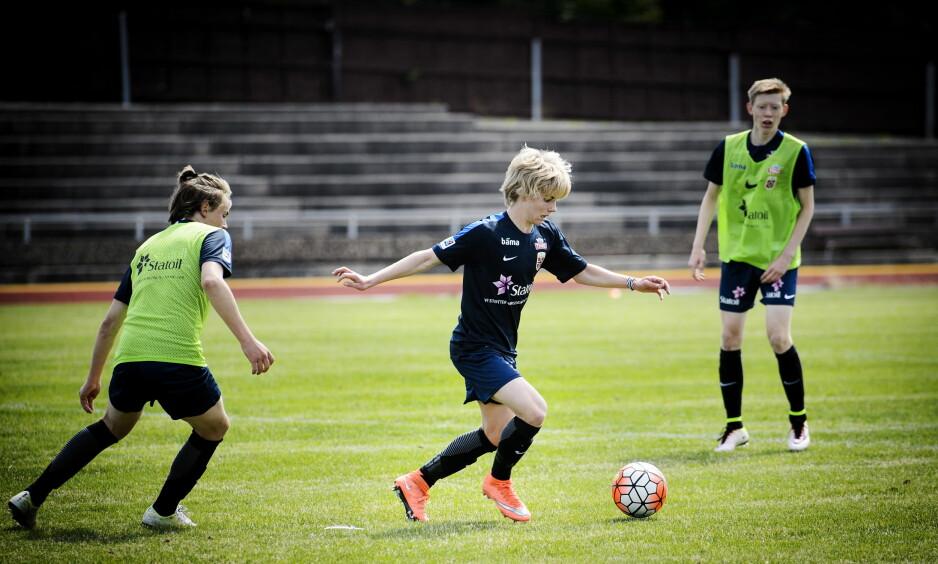 VISER SEG FRAM: Edvard Sandvik Tagseth imponerer for Liverpools U18-lag. Foto: John T. Pedersen / Dagbladet