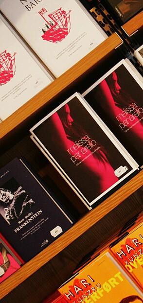 Oslo. Egertorget. Ark-bokhandel. Bokhandel. Bøker i bokhylle. Hari Kunzrus bok Overført i bokhyllen. Foto: ØRN E. BORGEN / AFTENPOSTEN