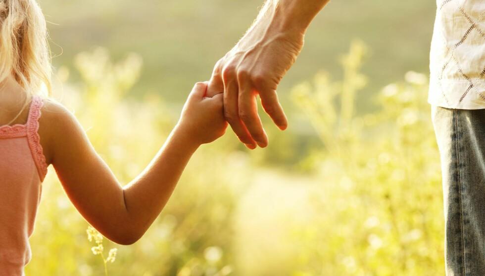 OMSORG: Barnevernets oppdrag er å hjelpe de mest sårbare. Derfor må barnevernet redusere feil og hele tiden strekke seg for å bli bedre og være i forkant, skriver kronikkforfatteren.  Foto: Shutterstock / NTB Scanpix