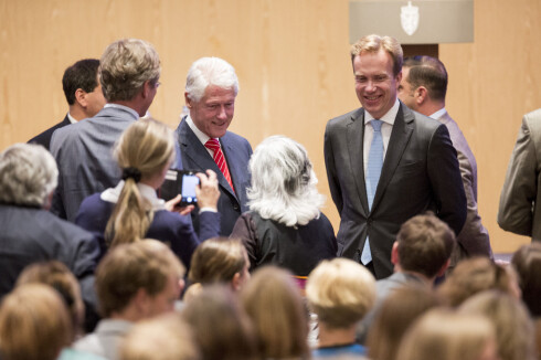 <b>FINT BESØK:</b> I juli i fjor kom Bill Clinton på besøk til de ansatte i UD og Norad. Det er de som administrerer støtten på over en halv milliard kroner til Clinton-stiftelsen. Foto: Tore Meek/NTB scanpix