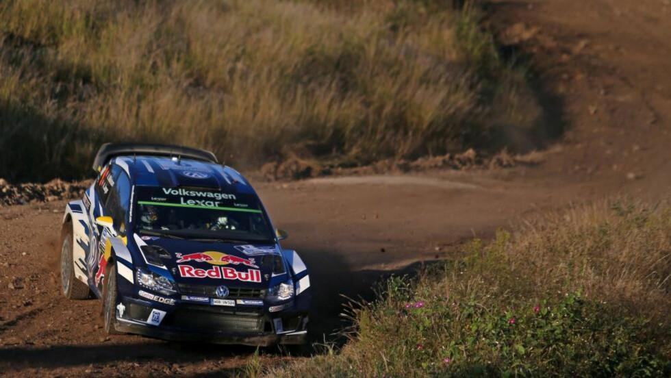 <strong>TREER:</strong> Andreas Mikkelsen beholdt tredjeplassen på de tre siste fartsprøvene i Rally Argentina. Hayden Paddon vant VM-runden. Foto:  AFP PHOTO / DIEGO LIMA