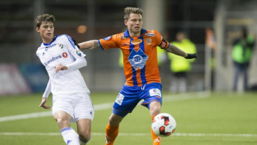 KAPTEIN: Bjørn Helge Riise har fått mye ansvar i AaFK i løpet av kort tid. Denne sesongen er han klubbens kaptein. Foto: Svein Ove Ekornesvåg / NTB scanpix