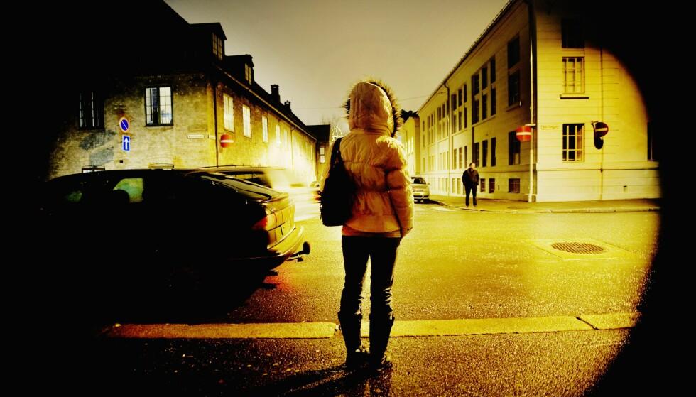 UTNYTTELSE: Å erstatte ordet «prostitusjon» med «sexarbeid» gir signaler om at dette er et hvilket som helst arbeid, mens det for mange begynte med seksuell utnyttelse og fortsetter å være det livet ut, skriver artikkelforfatterne. Foto: Luca Kleve-Ruud / Samfoto / NTB Scanpix