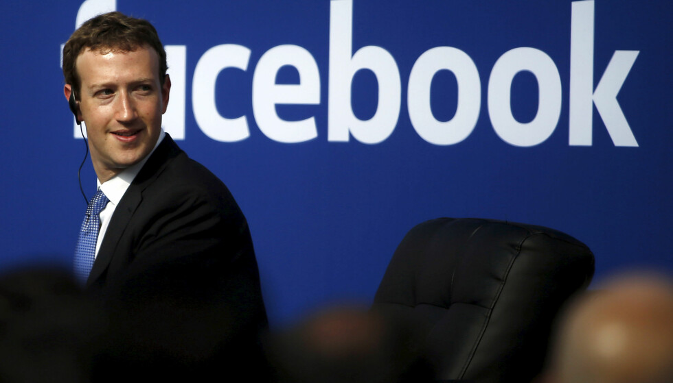 TIL KRIG MOT FALSKE NYHETER: Facebook-gründer Mark Zuckerberg iverksetter en rekke tiltak som skal begrense flyten av falske nyheter på Facebook. REUTERS/Stephen Lam/File Photo