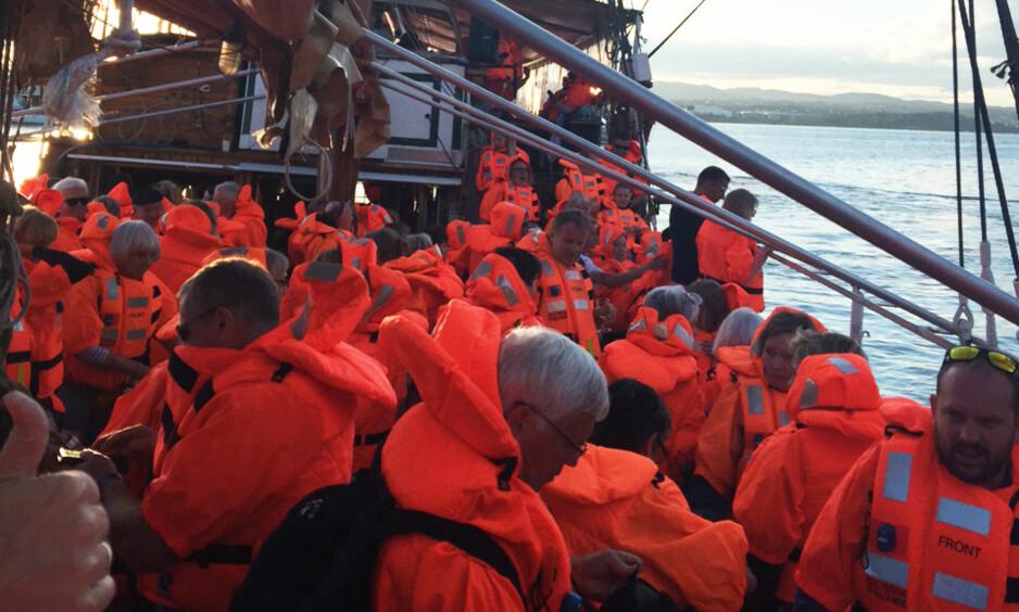 <strong>156 EVAKUERT:</strong> Festbåten &nbsp;«Johanna» ble evakuert. Foto: Privat