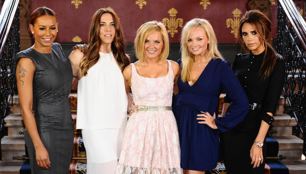 BERØMTE GUDMØDRE: Geri Halliwells Spice Girls-kolleger Emma Bunton og Victoria Beckham (t.h.) er begge gudmødre til Halliwells førstefødte. Her er de sammen med Melanie Brown og Melanie Chisholm i 2012. Foto: Ian West/ Pa Photos/ NTB Scanpix