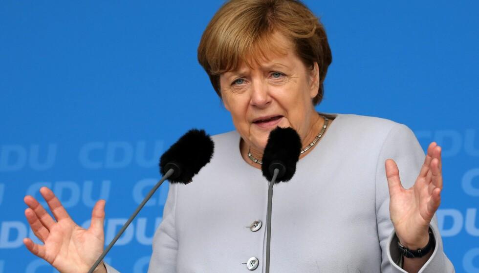 SMUGLET INN: Den tyske forbundskansleren Angela Merkel sa mandag at flyktningestrømmen har blitt brukt for å smugle inn terrorister fra militante grupper. Om hun sikter til de 17 IS-medlemmene det for ti dager siden ble kjent at hadde kommet seg inn i Tyskland ved å utgi seg for å være flyktninger, er uvisst. Foto: EPA / NTB Scanpix