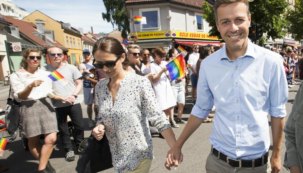 LATTERLIG: Sylvi Listhaug gjorde narr av at KrF-leder Knut Arild Hareide sammen med kona Lisa deltok i fjorårets Oslo Pride-parade. I kampen om de kristne konservative velgerne er homofile fritt vilt. Foto: Terje Bendiksby / NTB scanpix