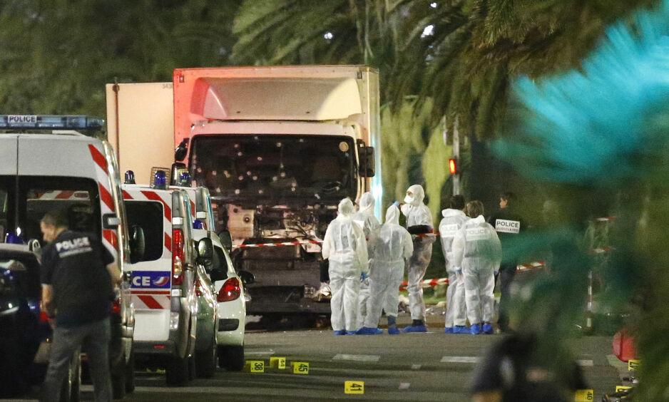 84 DREPT: 84 mennesker ble kjørt ned og drept, ti av dem barn, og over 300 skadd, da en lastebil kjørte inn i folkemengden på Promenade des Anglais i Nice 14. juli. Foto: Eric Gaillard/Reuters/NTB Scanpix