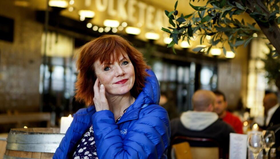 LEI AV Å VENTE: Mari Maurstad har vært ansatt på Nationaltheatret siden 1981. Hun ser at bygget forfaller mer og mer for hver dag som går.  Foto: Anders Grønneberg