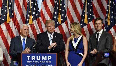 VED PAPPAS SIDE: Da Mike Pence ble annonsert som Donald Trumps visepresidentkandidat, sto Ivanka som vanlig ved pappas side. Til høyre hennes ektemann Jared Kushner. Foto: NTB scanpix