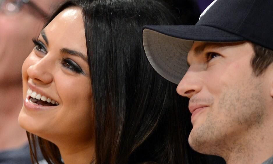 VENTER BARN: Ashton Kutcher og Mila Kunis venter sitt andre barn sammen. Men forholdet deres startet ganske overfladisk: I et ferskt intervju avslører nemlig Kunis at de to var såkalte «venner med fordeler» før de ble kjærester. Foto: Robyn Beck / Scanpix