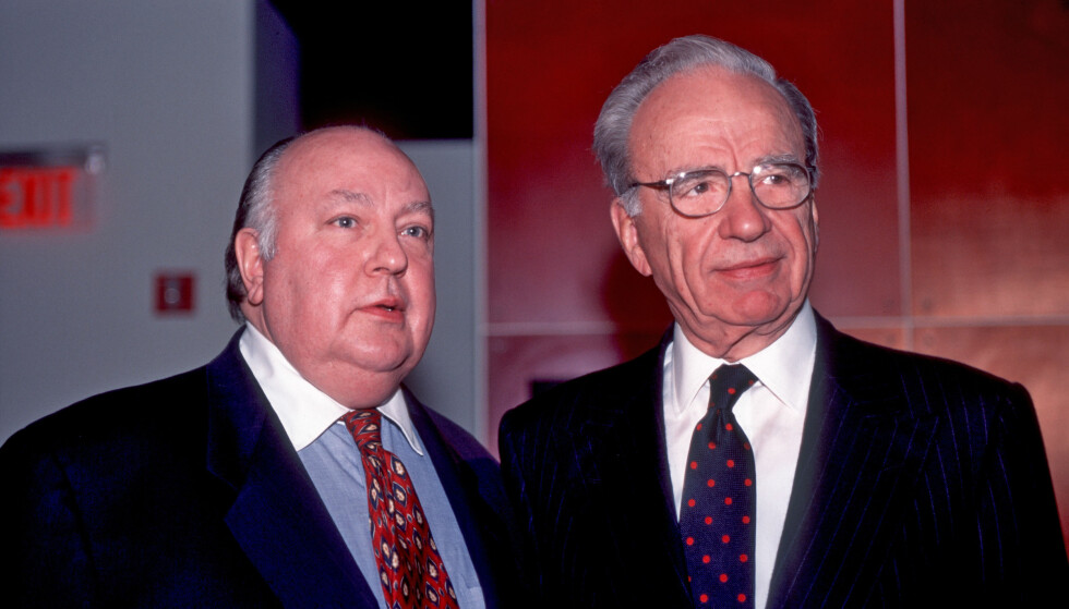 MEKTIGE: Her står Roger Ailes sammen med Rupert Murdoch i 1996. De to kan sies å være to av USAs ,mektigste mediemenn. Ailes døde torsdag morgen og ble 77 år gammel. Foto: NTB Scanpix