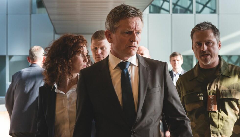 """SPILLER I """"OKKUPERT"""": Henrik Mestad har rollen som statsminister Jesper Berg, mens Janne Heltberg spiller statssekretær Anita Rygg i TV 2s dramaserie """"Okkupert"""" fra 2015. Foto: TV 2"""