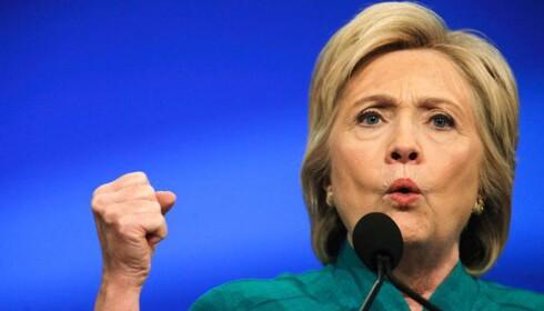 Gir Hillary skylda for IS, flyktningkrisa og taleplagiat