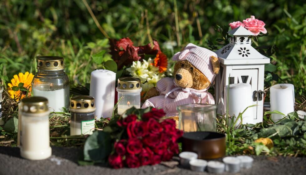 FUNNET DREPT: 3.september 2012 ble Sigrid Giskegjerde Schjetne funnet drept. Det ble lagt ned blomster og kosedyr i nærheten av funnstedet. Foto: NTB scanpix