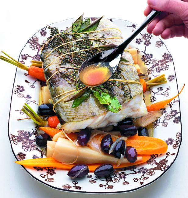 FERSKT: TIna Nordström bruker helst fersk fisk når hun lager mat. Foto: CHARLIE DREVSTAM / TINA - SLIK LAGER DU MIN ALLER BESTE MAT