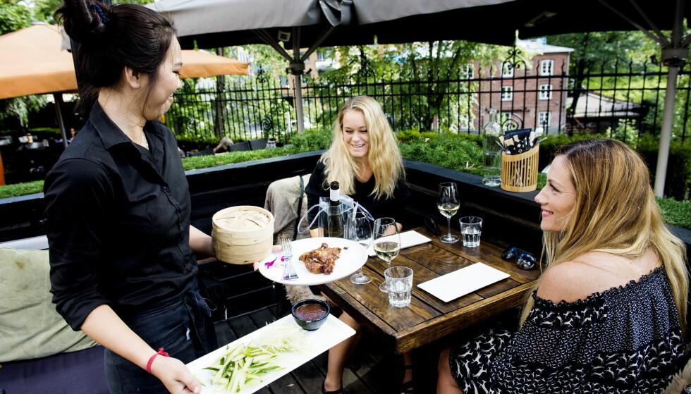 STRÅLENDE SERVERING: Service og miljø imponerte hakket mer enn maten på Südøst. Foto: JOHN T. PEDERSEN