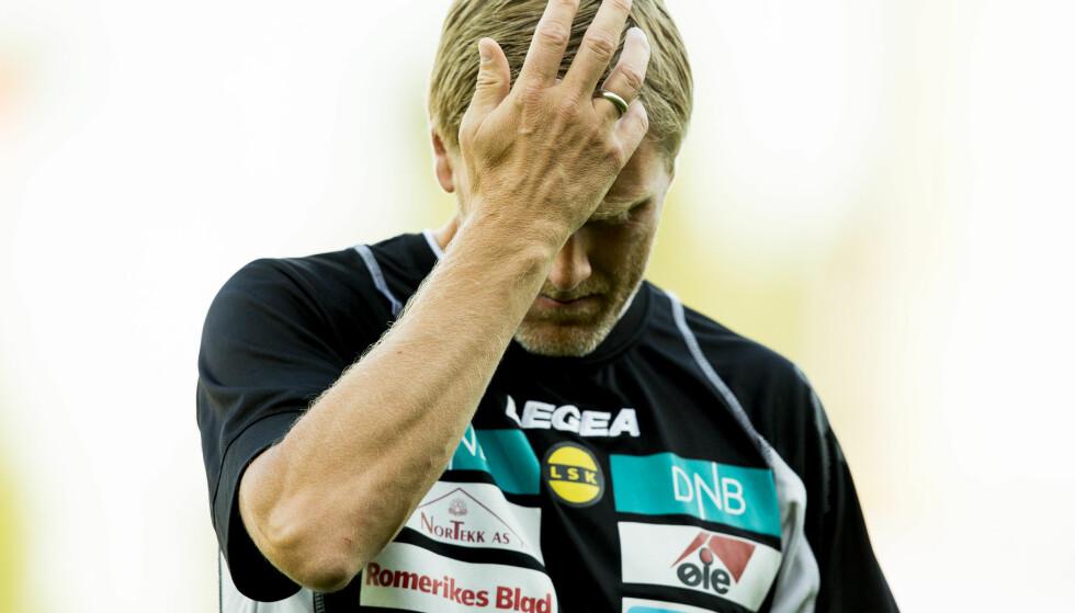 IKKE BLID: LSK-trener Runar Kristinsson var ikke fornøyd med dommertrioen i kampen mellom Lillstrøm og Odd, søndag. Her fra kampen mot Strømsgodset i sommer. Foto: Vegard Wivestad Grøtt / NTB scanpix