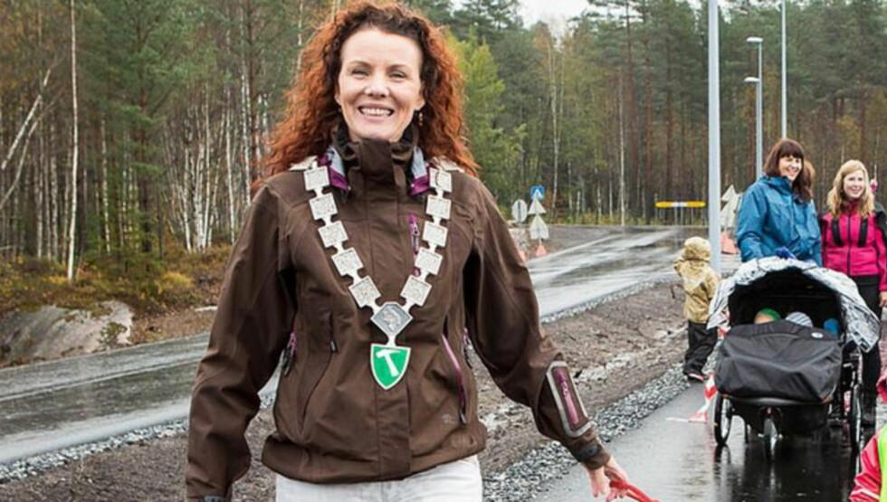 OPPRØRT ORDFØRER: Gro-Anita-Mykjåland i Iveland. Hun føler seg tvunget til å slå seg sammen med storebror Vennela. Foto: Iveland kommune