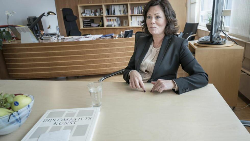 NYE REGLER:  Når Norge ratifiserer Haag '96-konvensjonen 1. juli, vil barnevernet bli pålagt å  undersøke om barn kan plasseres hos slektninger  i utlandet.  -  Det vil være en mulighet at familien i utlandet overtar omsorgen, sier barne- og likestillingsminister Solveig Horne. Foto: Øistein Norum Monsen / Dagbladet