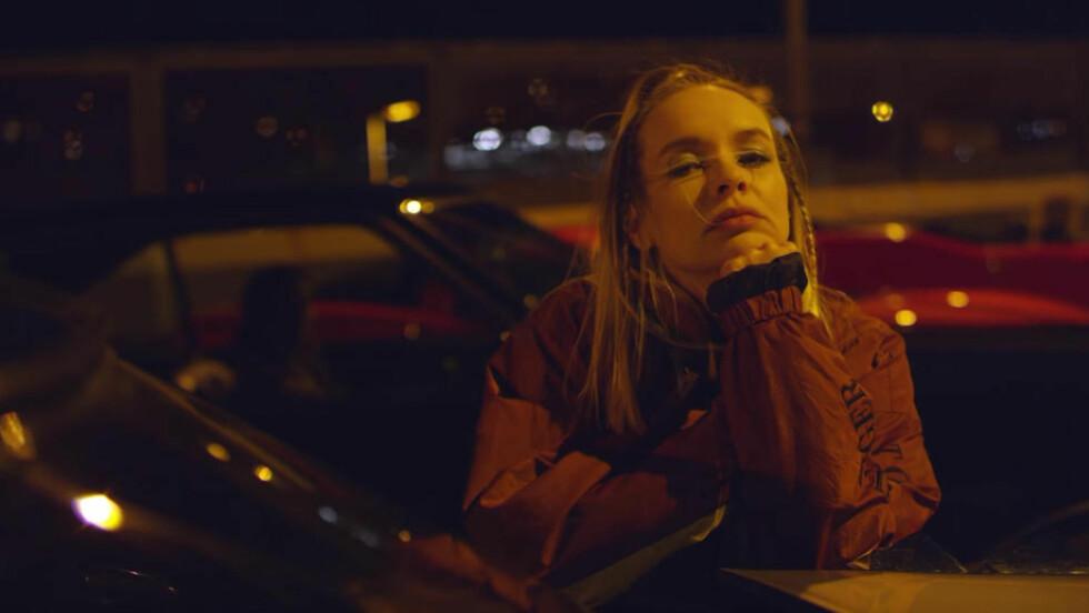 TILBAKE SOM RAPPER:  P3s Christine Dancke har samlet en rekke norske artister for å remixe Karpe Diems «Attitudeproblem» og overrasket mange med sitt eget vers. Foto: Skjermdump / P3