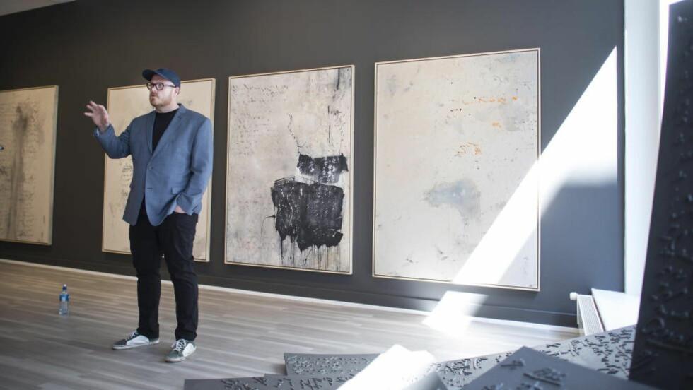 HAMSUN-UTSTILLING: Kunstner Thomas Kvam er klar med ny utstilling. Denne gangen med Knut Hamsun sin psykoanalyse som tema. Foto: Hans Arne Vedlog   / Dagbladet