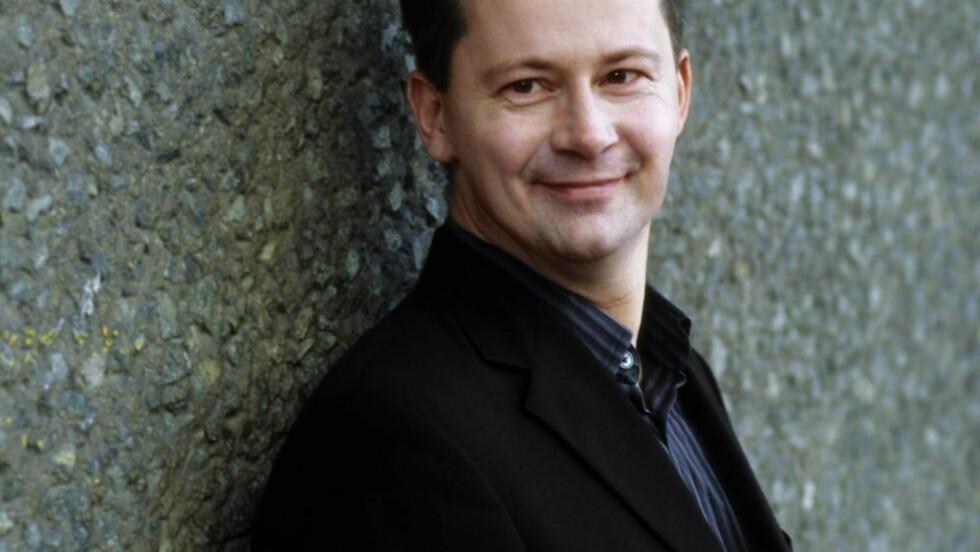 VIRTUOS: Peter Herresthal overbeviser stort i nye norske fiolinkonserter. FOTO: HERRESTHAL HJEMMESIDE