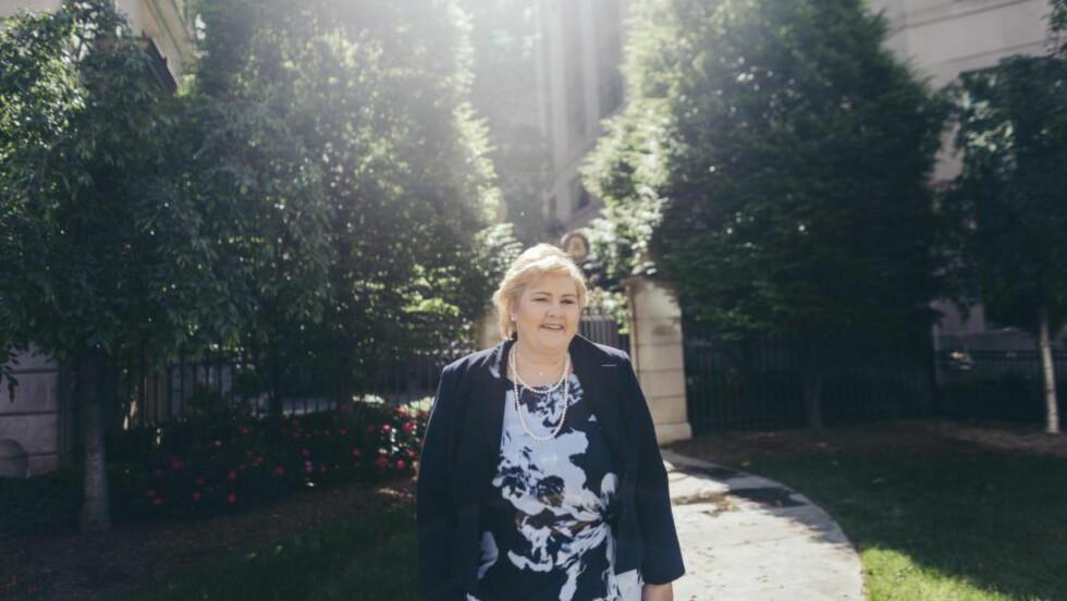 FORNØYD: Statsminister Erna Solberg er strålende fornøyd etter toppmøtet og statsmiddagne med USAs president Barack Obama og de andre nordiske statslederne i Det hvite hus.