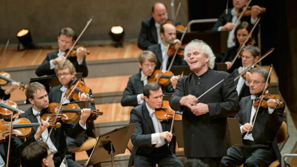 ÅPENBARING: Sir Simon Rattle og Berlinfilharmonien lykkes til overmål med sin nye Beethoven-syklus. FOTO: MONIKA RITTERSHAUS/BPH