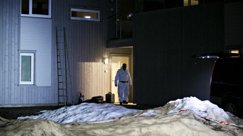 FRIFUNNET: En kvinne ble funnet død og en mann kritisk skadd i huset på Kongsberg.  Foto: Anette Karlsen / NTB scanpix