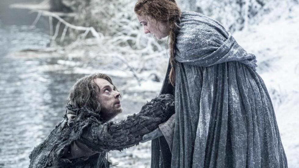 OVERGREP OG REAKSJONER: Både Theon (Alfie Allen) og Sansa (Sophie Turner) må takle ettervirkningene av overgrepene de har blitt utsatt for i den nye sesongen av «Game of Thrones».