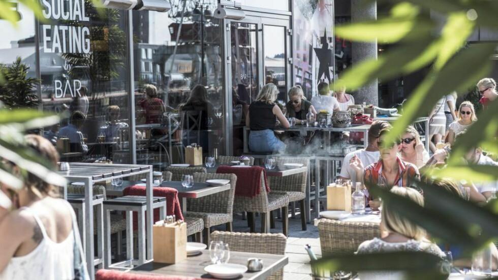DELEMAT: Seks år etter åpningen er det fremdeles delemat, eller såkalt «social eating» som gjelder på Bar Tjuvholmen. Noe er bra, mye er kjedelig og en god del er kamuflert av majones, mener våre anmeldere. Foto: ØISTEIN N0RUM MONSEN