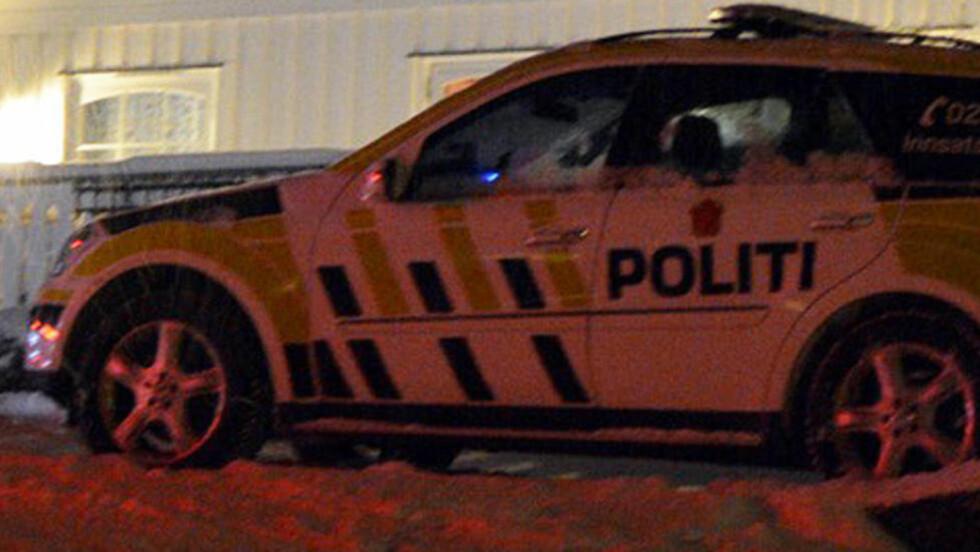 MELDTE FRA SELV:  Det varden nå drapssiktede mannen som selv ringte politiet lørdag kveld 9. januar om at kona var død. Politi og ambulanse var raskt ved huset i Gran kommune. Foto: Eivind Marcellino.