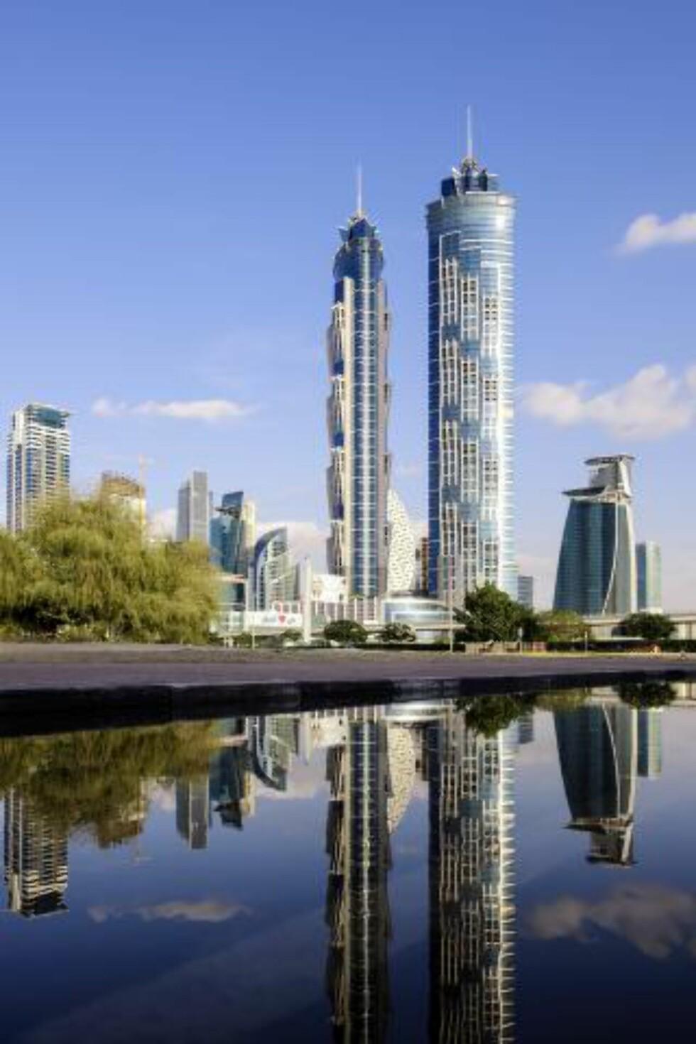 VERDENS HØYESTE: The JW Marriott Marquis Hotel Dubai, i Dubai, har guinnessrekorden i å være verdens høyeste hotell med sine 355 meter. Foto: AXEL SCHMIES / CORBIS / NTB SCANPIX