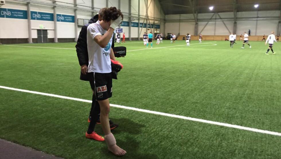 SKADET: Odds Rafik Zekhnini måtte forlate banen med en skadet ankel i første omgang mot Strømsgodset. Mobilfoto: Joachim Baardsen/Dagbladet