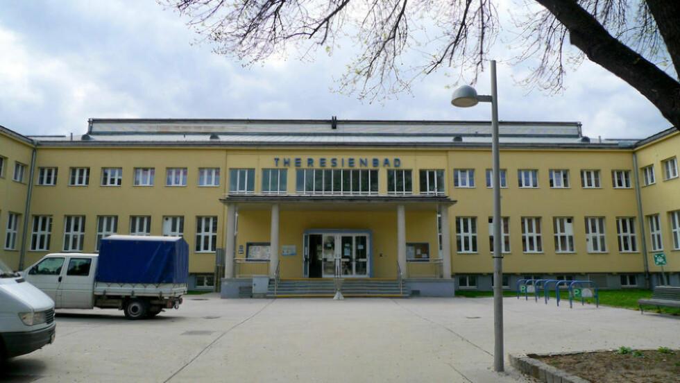 VOLDTEKT I SVØMMEHALL: I desember skal en 20 år gammel irakisk flyktning ha voldtatt en ti år gammel østerriksk gutt i svømmehallen Theresienbad i Wien. Foto: Thomas Ledl/Wikimedia Commons