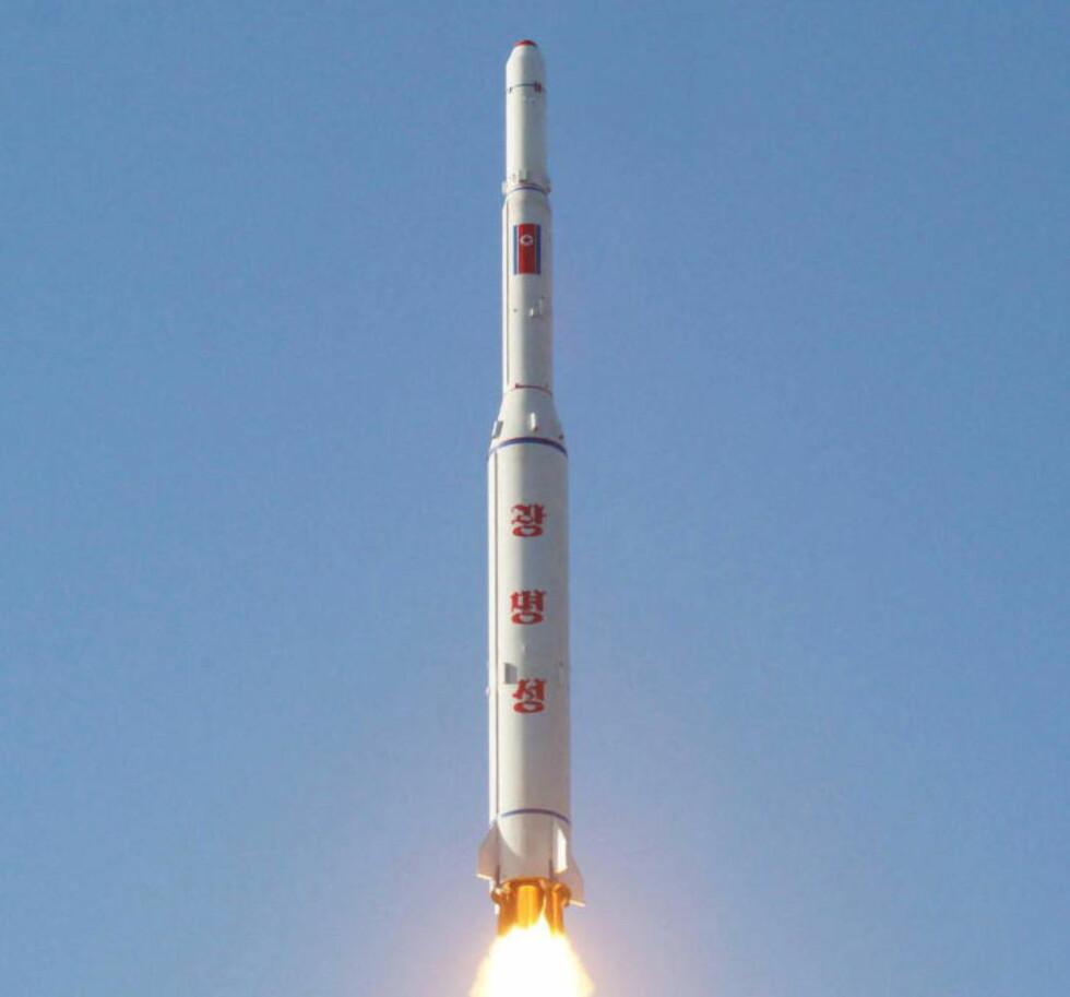 «SKINNENDE STJERNE»:  Raketten har i Nord-Korea fått navnet «Skinnende stjerne». Foto: Kyodo / Scanpix February