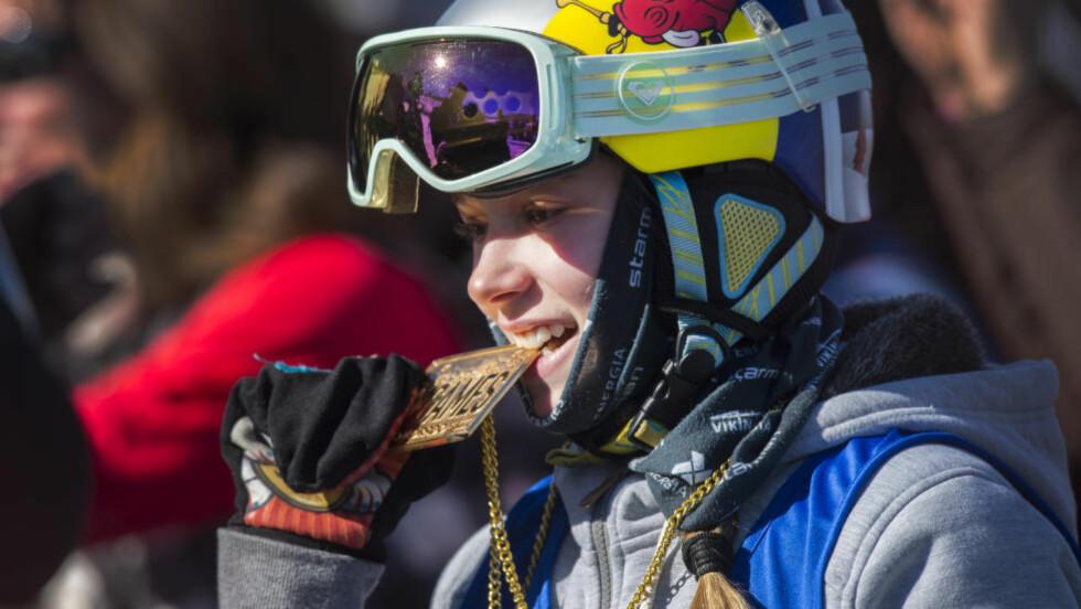 FOR UNG: 13 år gamle Kelly Sildaru har vunnet de to største fristilskonkurransene så langt i år. Men den estiske jenta er for ung til å delta i ungdoms-OL i Lillehammer. Foto: Christian Murdock/The Gazette via AP
