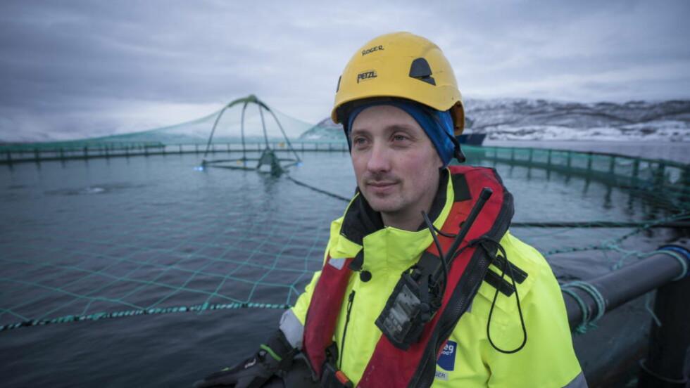 Roger karlsen (37) er driftsleder på Grieg Seafood Finnmark, avdeling Alta og er selv en lidenskapelig villaksfisker.  Foto: Øistein Norum Monsen / Dagbladet