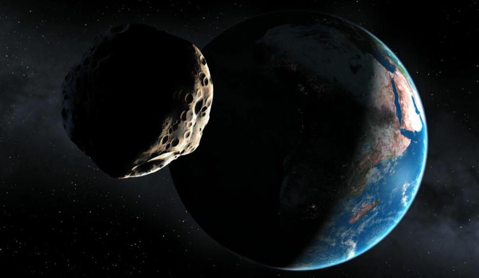 NÆRPASSERING: 2013 TX68 vil passere jorda innenfor banen til TV- og GPS-satellitter, dersom de mest «optimistiske» beregningene slår til. Illustrasjon: Science Photo Library / NTB Scanpix