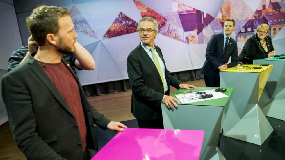 MOT GRENSA: Alle de fem småpartiene kjemper for å holde seg over sperregrensa på en ny måling. Her er fire av de fem partiene representert ved sine partiledere, Audun Lysbakken (SV), Rasmus Hansson (MDG), Knut Arild Hareide (KrF) og Trine Skei Grande (V). Foto: Vegard Wivestad Grøtt / NTB scanpix