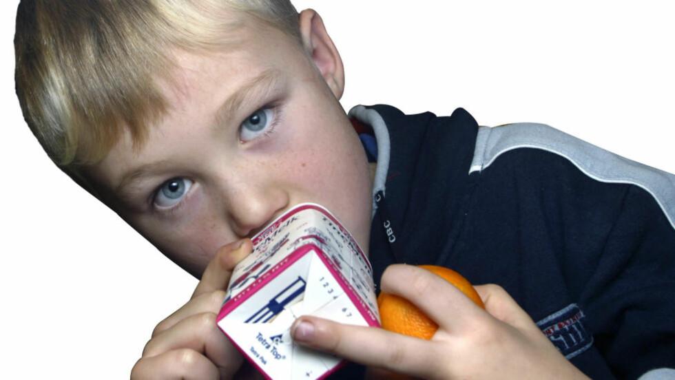 TIDLIG KRØKES: Nesten alle norske skoler tilbyr skolemelk. Rundt 36 prosent av elevene er med på den frivillige ordningen. Nå har blogger og vegetarianer Hilde Valbjørn Hagelin klaget Tine og skolemelkordningen inn for Forbrukerombudet for å være ulovlig markedsføring mot barn. Foto: SCANPIX
